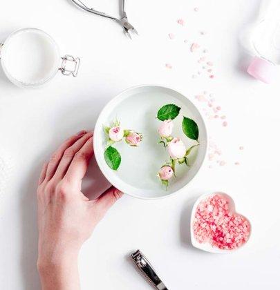 Bain de vapeur facial aux plantes: quelles plantes médicinales choisir?