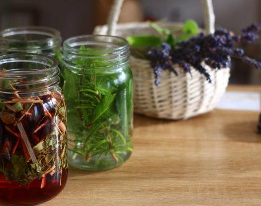 3 recettes de Vinaigres de beauté aux plantes